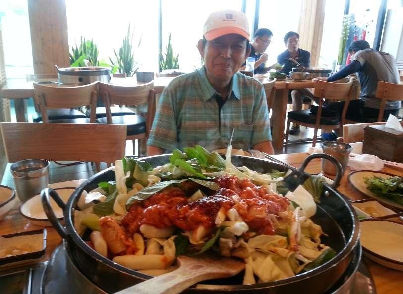 새로 개통한 양양에서 춘천으로 달려가 춘천 막국수와 맛있는 닭갈비 먹기 전 앞에서