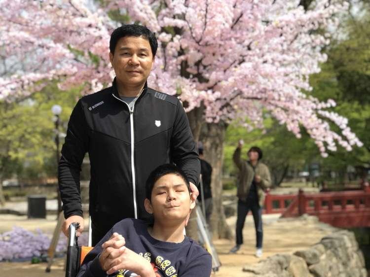 광한루에서 벚꽃을 배경으로 한컷~~